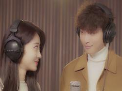 "Watch: 9MUSES's Kyungri And Jeong Jinwoon Get Flirty For ""White Christmas"" MV"